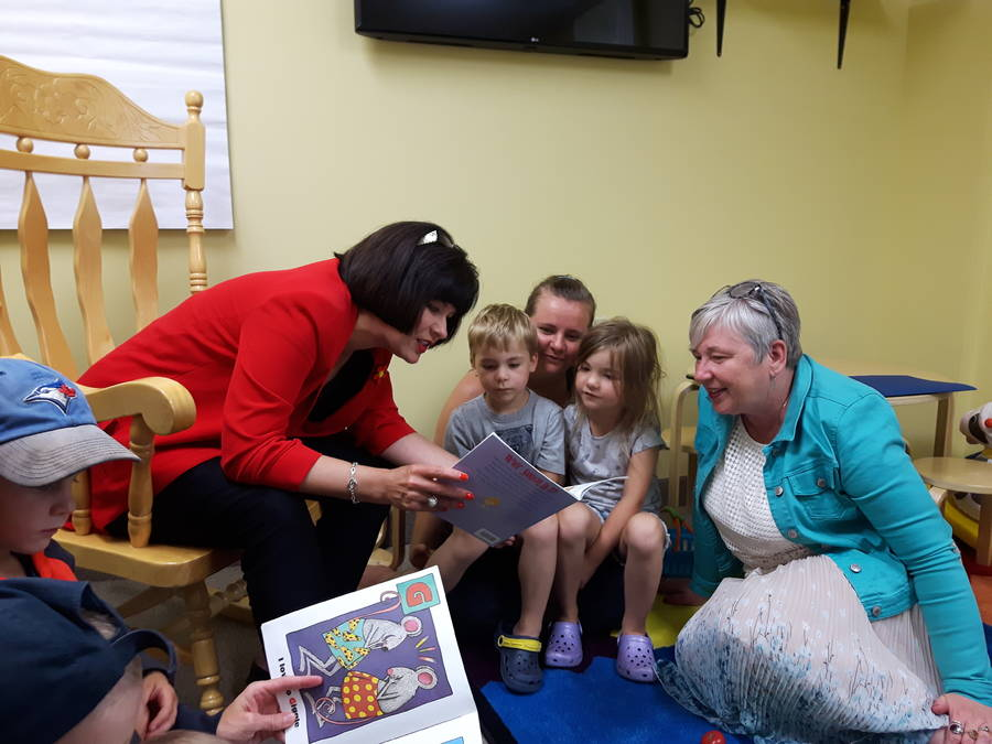 <p>Scott Costen, photo</p><p>Federal health minister Ginette Petitpas Taylor (left) and MP Bernadette Jordan (right) read to children at the Queens Family Resource Centre.</p>